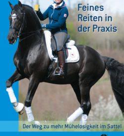 """Feines Reiten in der Praxis Ob in der Dressur, im Springen oder beim Freizeitritt im Gelände: Fast jeder Reiter träumt davon, in Harmonie mit seinem Pferd mühelos zu reiten und es zu genießen, mit dem Partner Pferd umzugehen. """"Kaffee trinken in der Pirouette"""" heißt dazu das - nicht ganz ernst gemeinte - Motto von Uta Gräf. Es bedeutet für sie, sich viel Mühe zu geben, um langfristig mit weniger Aufwand reiten und das Pferd in Harmonie unter sich arbeiten lassen zu können. Ihre Pferde nicht zu entmündigen, sondern sie im Gegenteil im Selbstvertrauen zu bestärken und sie zu mutigen Sportpartnern zu machen, ist ein wichtiger Baustein für Uta Gräfs sportliche Erfolge. Die Autorinnen beschreiben, wie sie ihre Pferde durch eine überlegte dressurmäßige Basisausbildung zu mehr Selbständigkeit motivieren und ihnen damit Spaß an der gemeinsamen Aufgabe vermitteln. Anhand von Beispielpferden aus dem eigenen Beritt zeigt das Buch, wie die erfolgreiche Dressurreiterin mit Ausbildungsproblemen clever und pferdegerecht umgeht. Dazu dienen die """"Tagebücher"""" einzelner Berittpferde: das Supertalent Damon Jerome NRW, der Newcomer Dandelion und das Erfolgspferd Le Noir. Als Beispiel für ein normal veranlagtes Pferd wird der Wallach Helios beschrieben, und Escondido dient schließlich als Beispiel für ein nicht so perfektes Pferd, die sich beide aber zunehmend gut entwickeln. Hierdurch wird deutlich, dass feines und müheloses Reiten nicht davon abhängt, ob man mit einem """"Kracher"""" oder einem normalen Pferd beritten ist. Das Buch zeigt außerdem die einfühlsame und konsequente Art der Erziehung und gibt Tipps zur Desensibilisierung für unerschrockene Reitpferde, wie sie Uta Gräfs Mann, Stefan Schneider, praktiziert. Zum Schluss gibt es Hinweise aus der Turnierpraxis, um leicht und mit weniger Aufwand durch die Prüfung zu kommen. Ein Lesevergnügen, das in gewohnt heiterer Art mühelos zu lesen ist und dabei eine Menge nützlicher Tipps für die tägliche Reitpraxis bereithält!"""